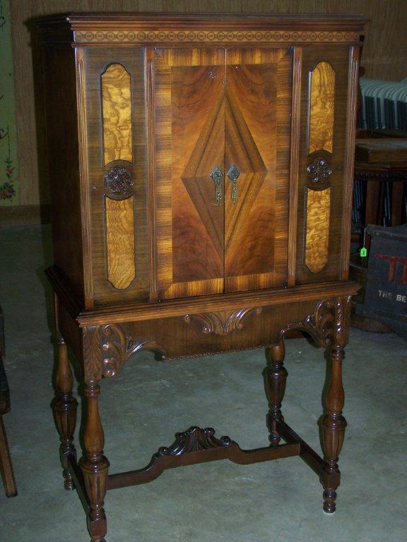 Furniture, antique guns, artwork, china and other items available at our auction house in the Houston area.